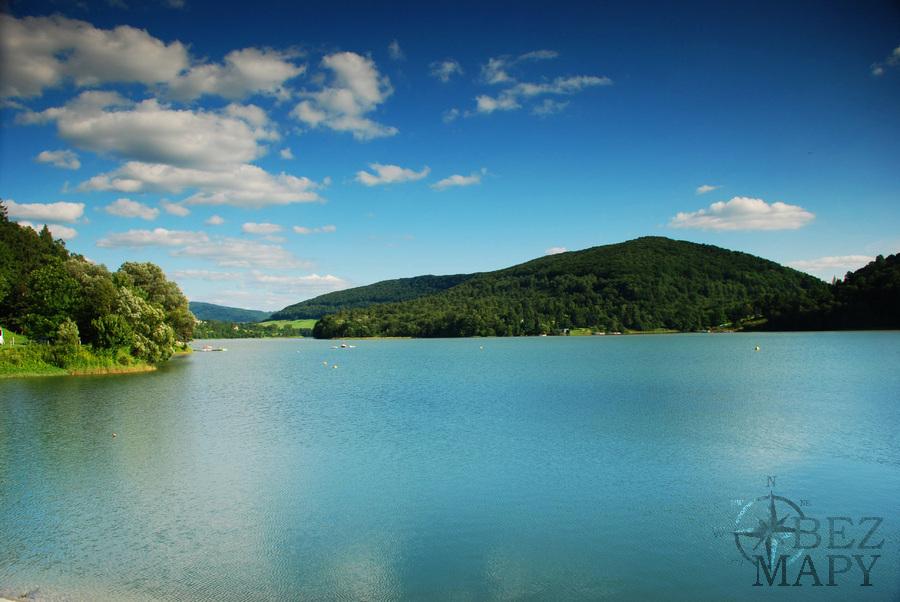 spokojna-jak-zupa-tafla-wody-w-zalewie-solinskim-ktory-zwany-jest-tez-bieszczadzkim-morzem-zrodlo-wwwsolinapl_2591